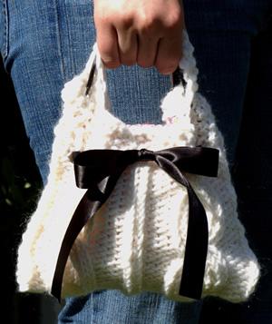 клатч через отверстие в подкладке. спицами, Шитьё: Вязанная сумочка-клатч.